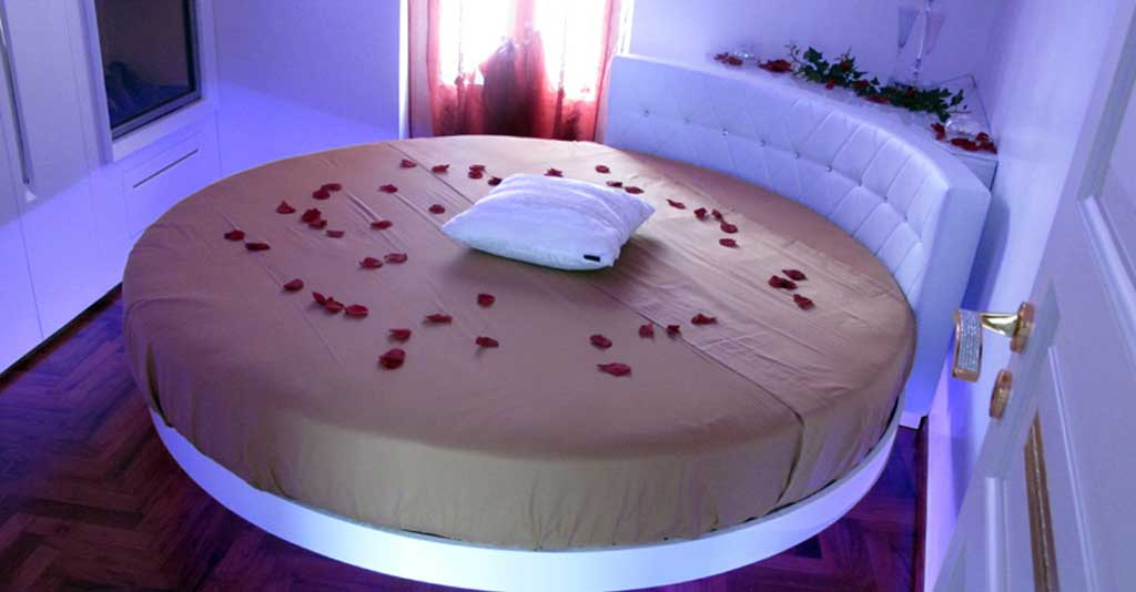 letto matrimoniale romantico in suite